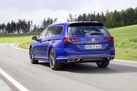 Volkswagen Passat Estate 2019 rear tracking