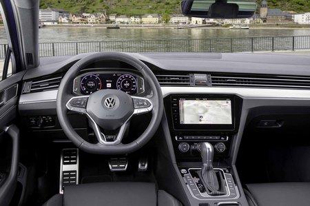 Volkswagen Passat Estate 2019 LHD dashboard