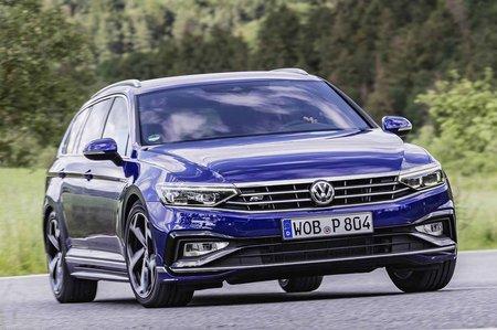 Volkswagen Passat Estate 2019 front cornering