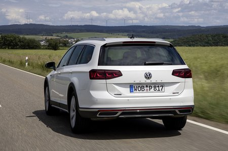 Volkswagen Passat Alltrack 2019 rear tracking