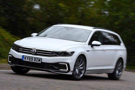 Volkswagen Passat Estate GTE 2019 front cornering