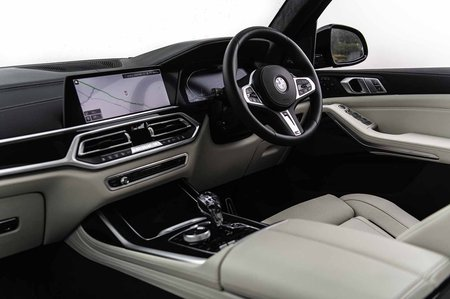 BMW X7 2019 RHD dashboard