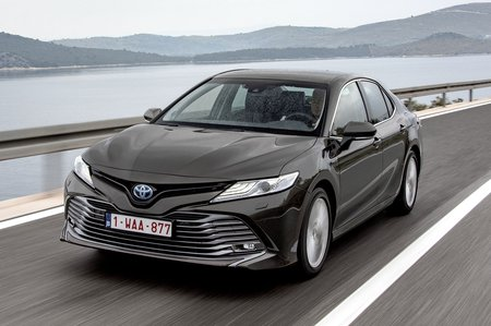 Toyota Camry 2019 LHD front tracking