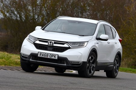 Honda CR-V 2019 front right tracking shot