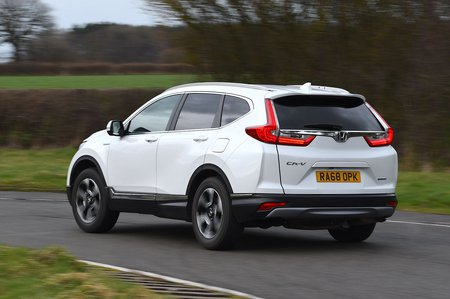 Honda CR-V 2019 rear left tracking shot
