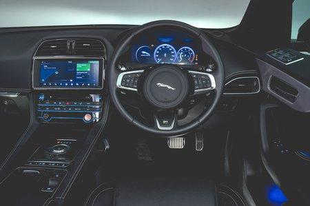 Jaguar F-Pace 2018 RHD dashboard