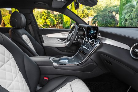 Mercedes GLC Coupe 2019 facelift front seats