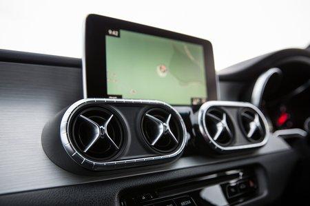Mercedes-Benz X-Class 2019 infotainment