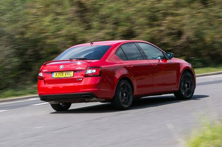 Skoda Octavia vRS 2019 rear tracking