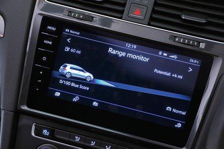 Volkswagen e-Golf 2017 RHD infotainment