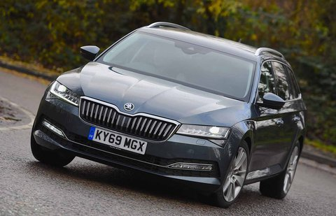 Skoda Superb Estate 2019 front right cornering