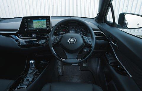Toyota C-HR 2021 interior dashboard