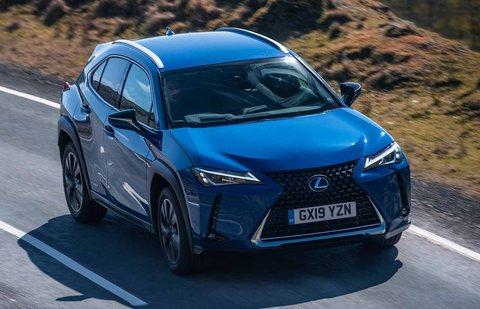 Lexus UX 2019 front tracking shot