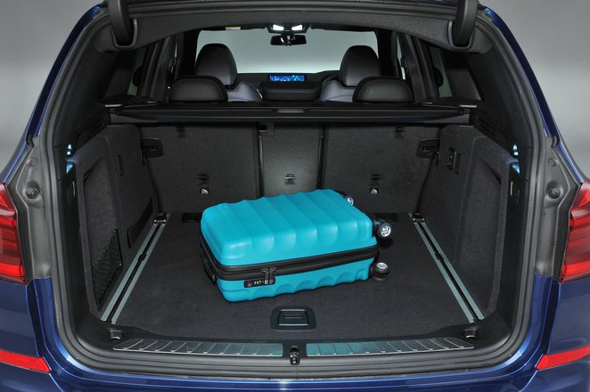 BMW X3 2021 boot open