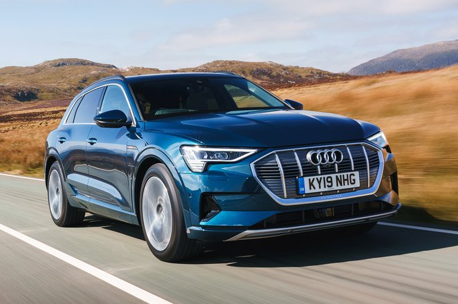 Audi E-tron 2019 UK front right tracking
