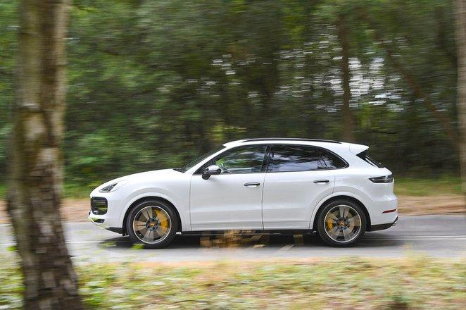 Porsche Cayenne tracking