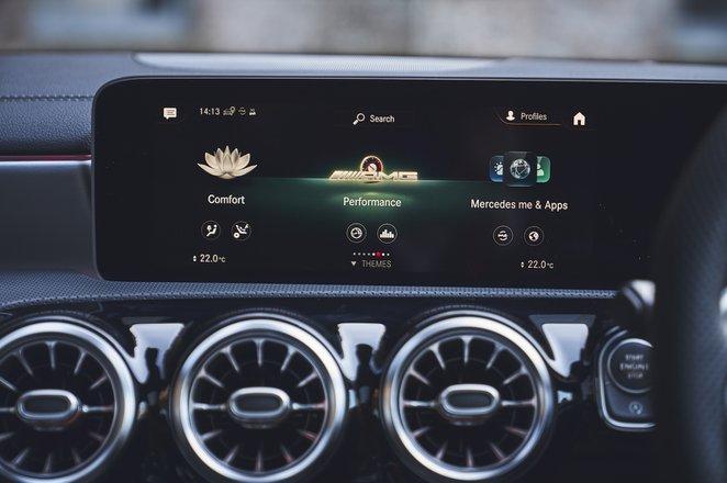 Mercedes-AMG A35 2019 infotainment