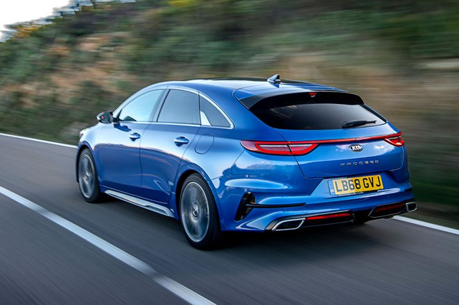 Kia Proceed 2019 rear left tracking shot