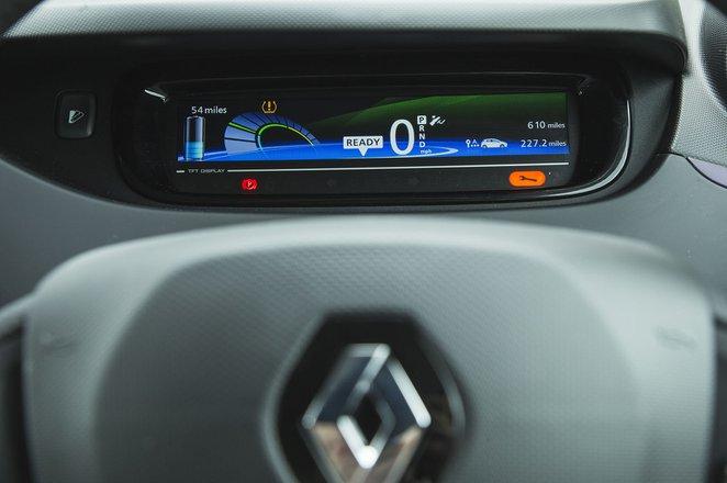 Renault Zoe 2019 crop on instrument panel