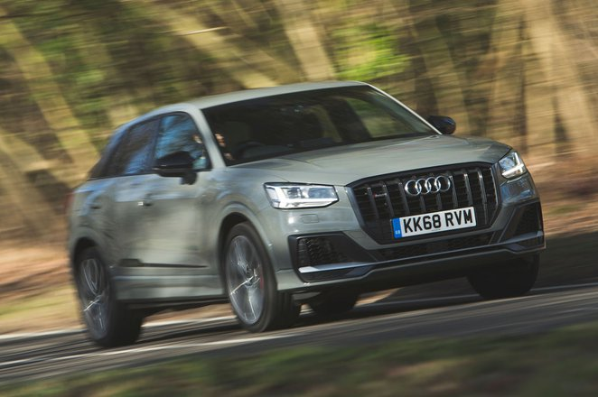 Audi SQ2 2019 front right tracking shot