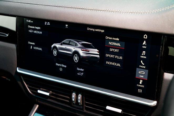 Porsche Cayenne Coupe touchscreen