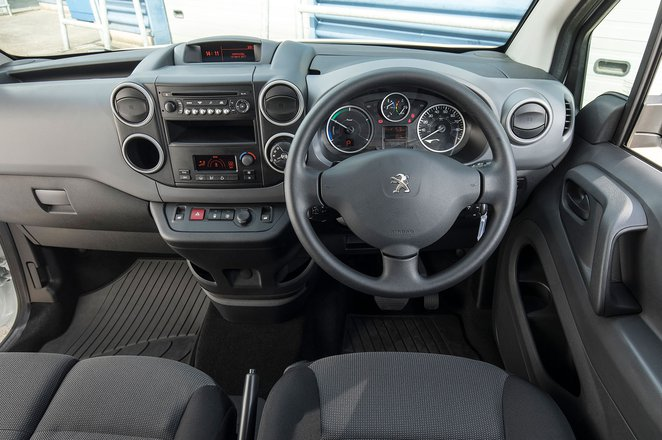 Peugeot Partner Electric interior