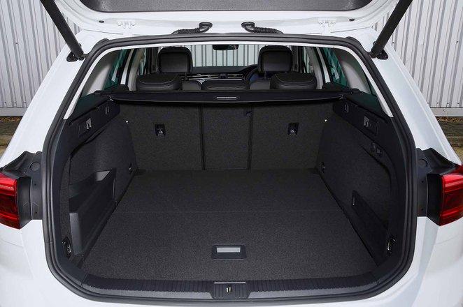 Volkswagen Passat Estate GTE 2021 boot open