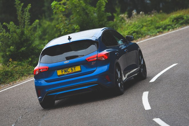Ford Focus ST 2019 rear right cornering shot