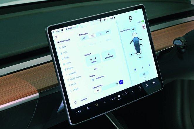Tesla Model 3 2019 RHD infotainment