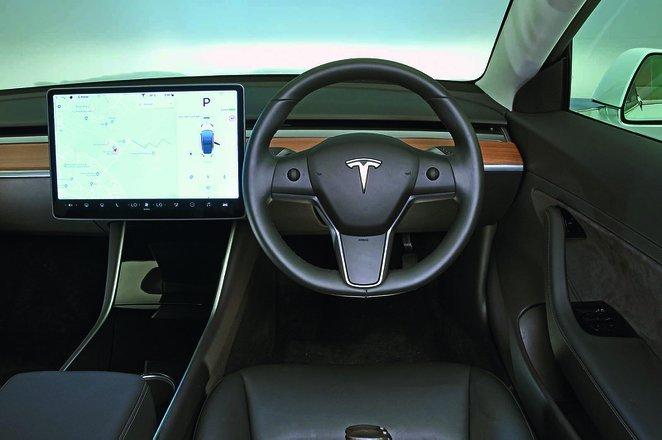 Tesla Model 3 2019 RHD dashboard