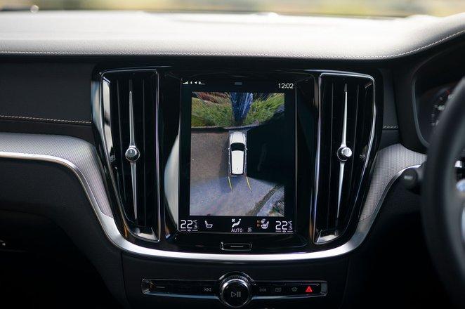 Volvo S60 R design Polestar Engineered 2019 infotainment