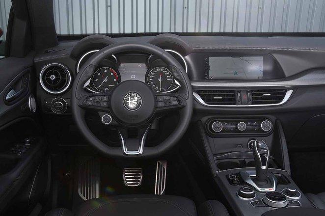 Alfa Romeo Stelvio 2019 dashboard (LHD)
