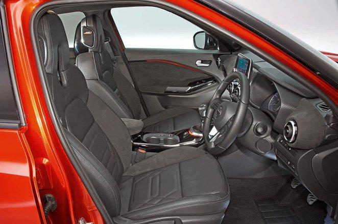 Nissan Juke 2019 front seats RHD