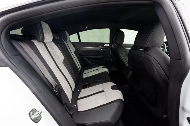 Peugeot 508 Hatchback Hybrid 2020 rear seats LHD