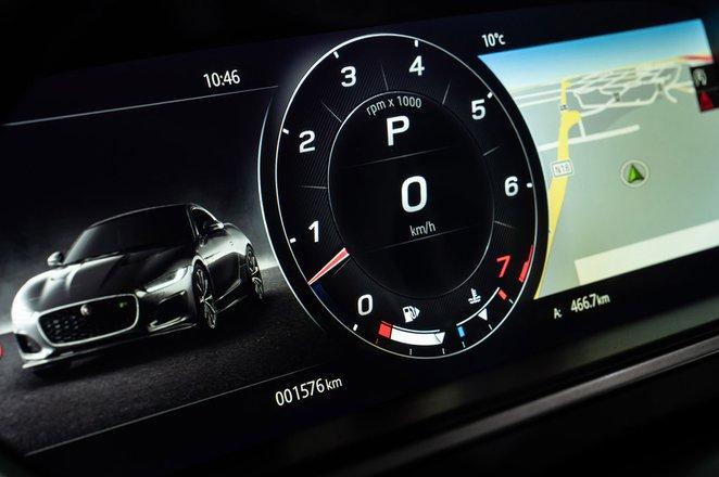 Jaguar F-Type Convertible 2020 LHD instruments detail