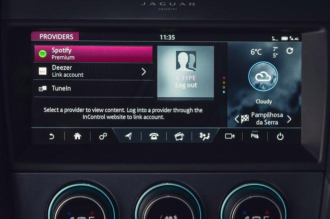 Jaguar F-Type Coupe 2020 RHD infotainment