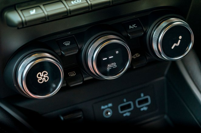 Renault Zoe 2021 RHD dashboard detail