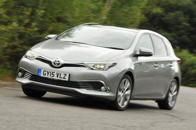 Toyota Auris front three quarters
