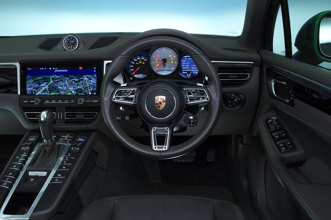 Porsche Macan S dashboard