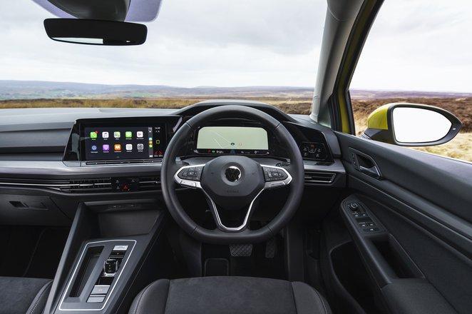 Volkswagen Golf 2021 dashboard