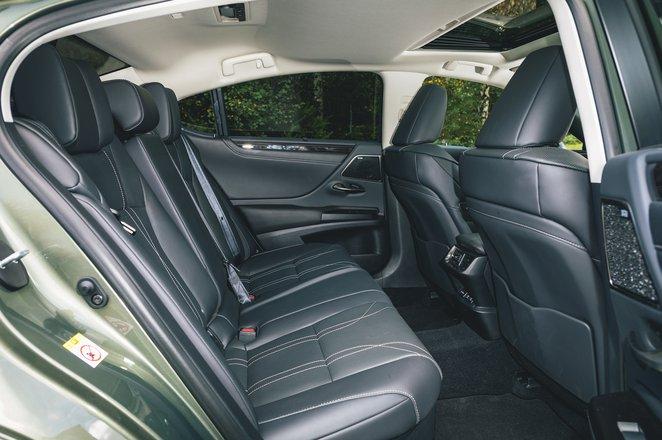 Lexus ES rear seats - 68 plate