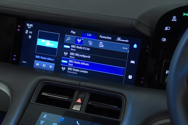 Porsche Taycan 2021 upper touchscreen