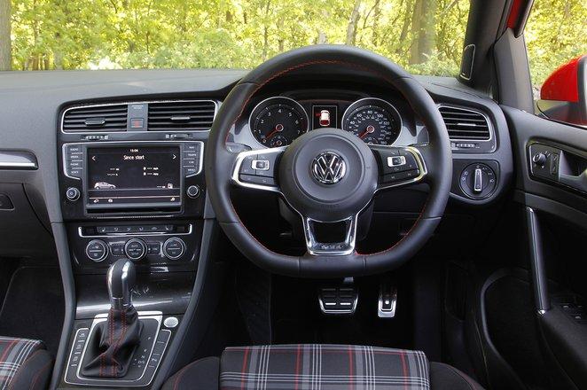 Volkswagen Golf GTI 2013-2019 dashboard