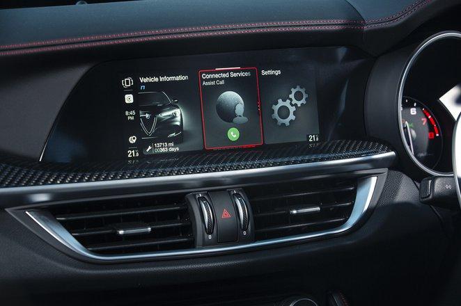 Alfa Romeo Stelvio Quadrifoglio 2020 infotainment