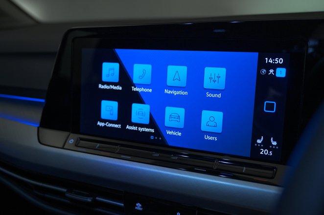 2020 Volkswagen Golf touchscreen