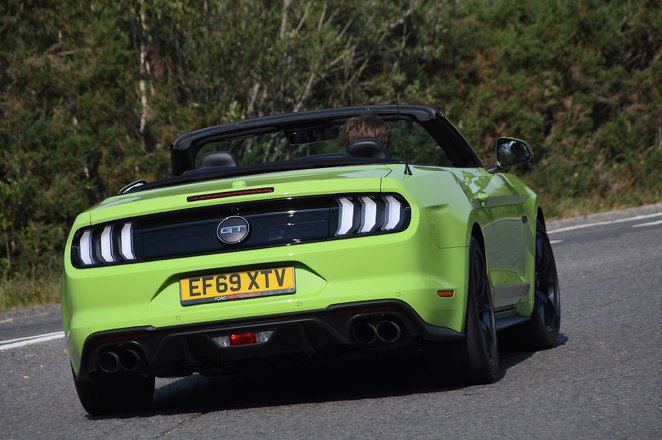 Ford Mustang Convertible  2020 rear cornering