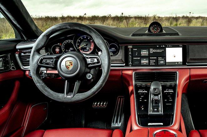 Porsche Panamera 2020 dashboard