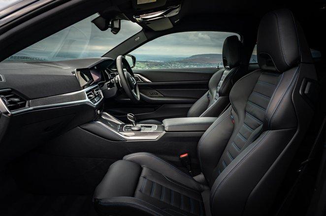 BMW 4 Series Coupé 2021 front seats
