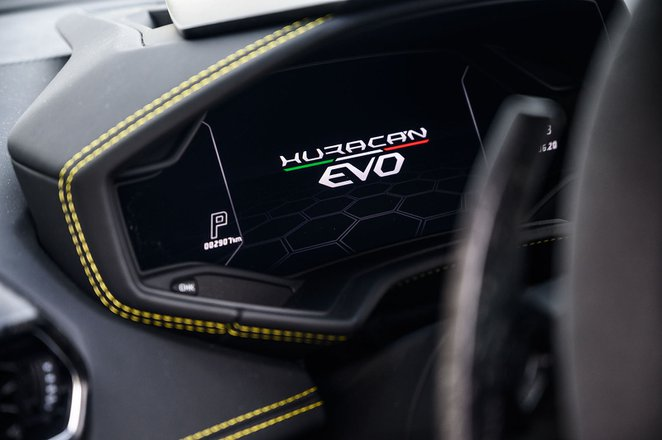Lamborghini Huracan Evo 2020 dashboard