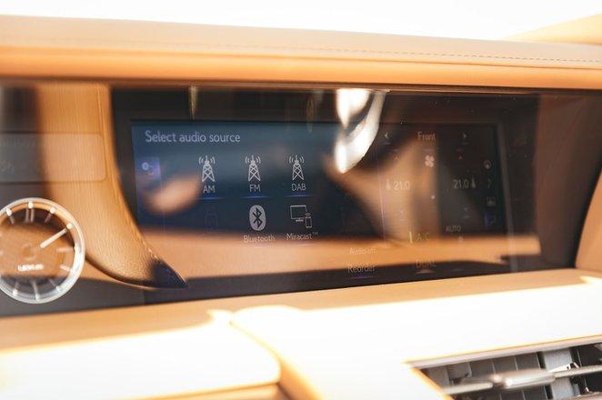 Lexus LC 500 Convertible 2020 infotainment